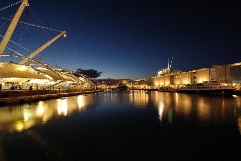 Il Porto Antico zona turistica con l'Acquario di Genova