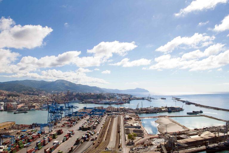 Uno dei terminal del porto di Genova
